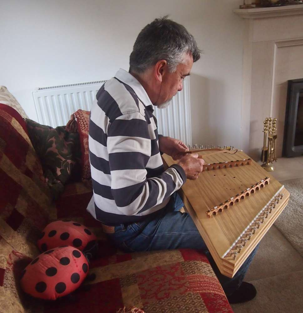 Playing the Dulcimer on your knees